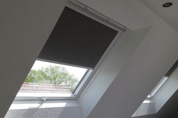Dachfächenfenster mit Rollos