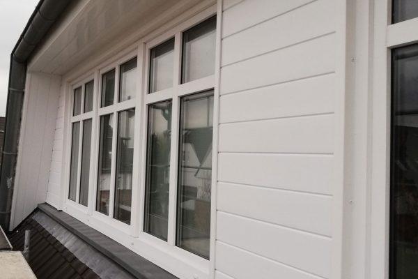 Fassadenverkleidung einer Dachgaube mit Kunststoffpaneele