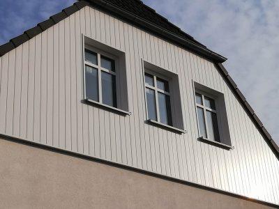 Giebel Fassadenverkleidung aus Kunststoffpanneele